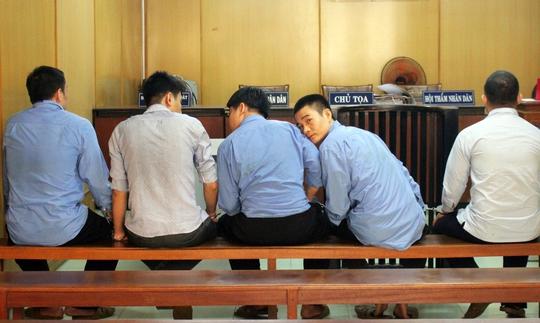 Giám đốc công ty dầu nhớt kéo người khác cùng ngồi tù - Ảnh 1.