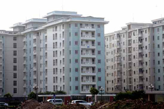 Nhà giá rẻ ở Sài Gòn đắt như tôm tươi - Ảnh 1.