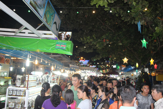 Mướt mồ hôi ở chợ đêm Phú Quốc - Ảnh 7.