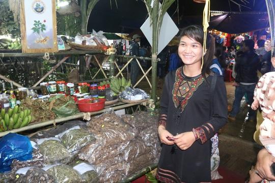 Bán được củ sâm giá 120 triệu đồng tại lễ hội sâm Ngọc Linh - Ảnh 18.