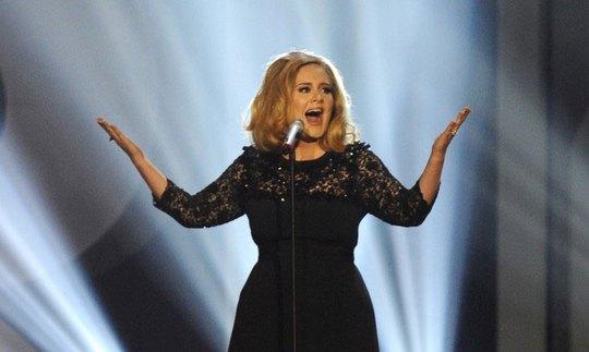 Adele hủy diễn vì tổn thương dây thanh quản - Ảnh 1.