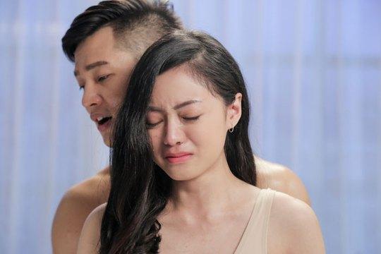 """Ca sĩ Đức Tuấn trong MV """"Trăng dưới chân mình"""". (Ảnh do ca sĩ cung cấp)"""