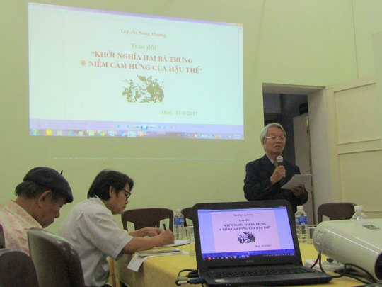 Nhà nghiên cứu sử học Trần Viết Ngạc tại buổi nói chuyện