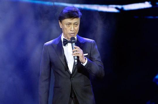 Ca sĩ Tuấn Ngọc, một trong những giọng ca tên tuổi, trình diễn trong chương trình