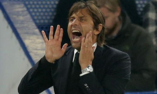 Conte đớp thẳng Mourinho sau khi bị đá xoáy - Ảnh 1.