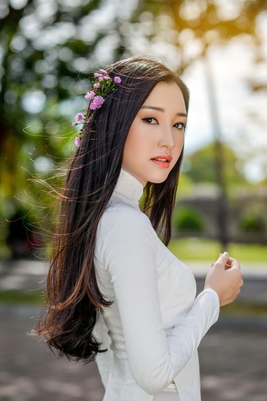 Vẻ đẹp ngọt ngào của nàng thơ xứ Huế - Ảnh 8.