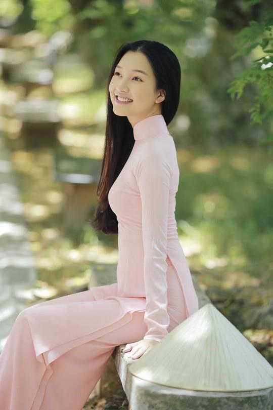 Vẻ đẹp ngọt ngào của nàng thơ xứ Huế  - Ảnh 3.