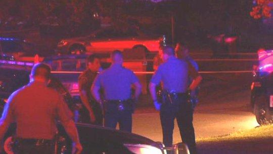 Cảnh sát Mỹ bị nghi bắn chết oan người điếc - Ảnh 1.
