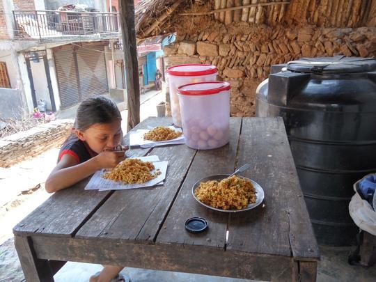Đi chân đất ở Lumbini - Ảnh 18.