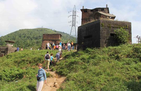 Hải Vân Quan nằm trên đỉnh núi Hải Vân có phong cảnh khá đẹp, thu hút du khách Ảnh: Bích Vân