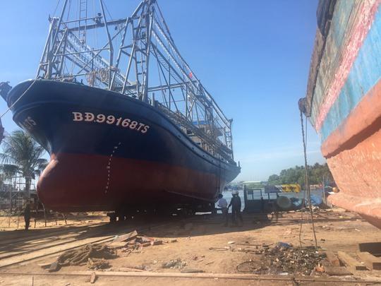 Bình Định: Tàu vỏ thép hư hỏng đầu tiên được hạ thủy - Ảnh 2.