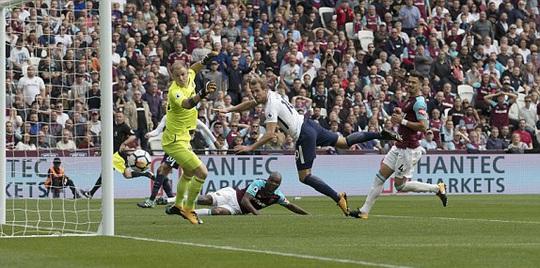Mất người, Tottenham suýt chia điểm tại West Ham - Ảnh 2.
