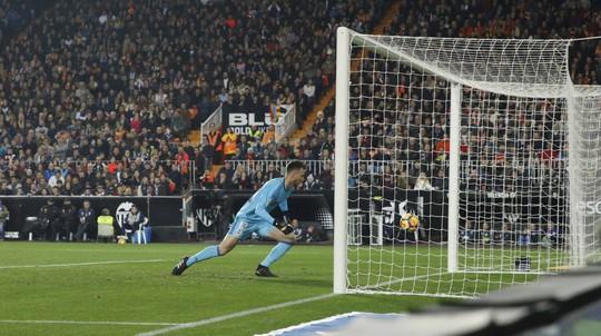 Nhà cái công nhận bàn của Messi, trả tiền cho người đặt cược - Ảnh 3.