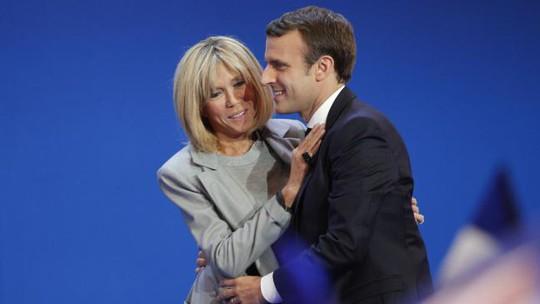 Bà Brigitte được cho là giúp ông Macron chuẩn bị những bài phát biểu quan trọng. Ảnh: AP