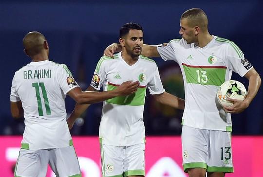 Mahrez (giữa) không thể giúp Algeria giành chiến thắng trước Tunisia