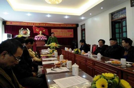 Đại tá Khương Duy Oanh, Phó giám đốc Công an tỉnh Thanh Hóa, chủ trì cuộc họp báo