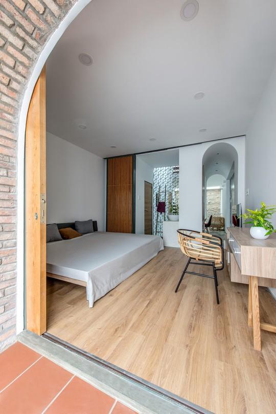 Căn nhà ống cải tạo với sân nằm trong nhà ở Sài Gòn - Ảnh 15.