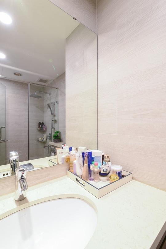 Nội thất hiện đại, tông màu sáng thực sự giúp cho phòng tắm là nơi thư giãn lý tưởng trong gia đình.
