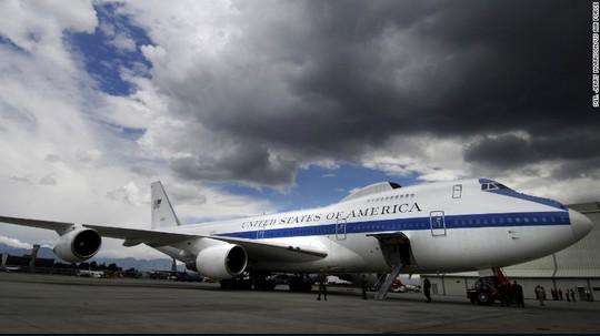 """Máy bay """"ngày tận thế"""" của Mỹ bị bão quật ngã - Ảnh 1."""