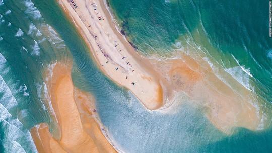Mỹ: Đảo mới bất ngờ mọc lên ngoài biển - Ảnh 1.