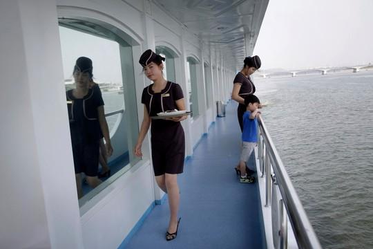 Bất chấp nguy cơ chiến tranh, dân Triều Tiên vẫn vui chơi - Ảnh 4.