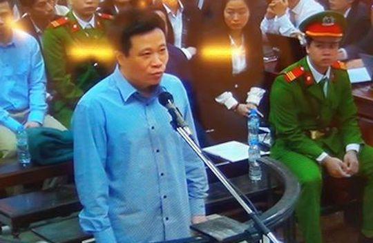 Bị cáo Hà Văn Thắm tại phiên tòa sáng 6-3 - Ảnh chụp qua màn hình