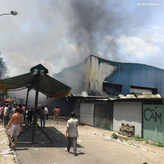 Đám cháy lớn trong chợ đầu mối