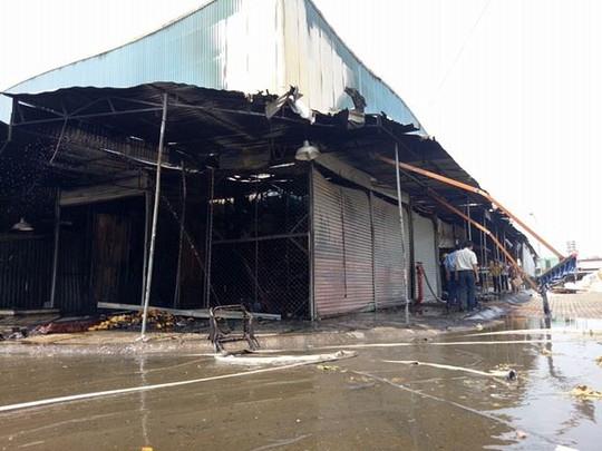 Cháy chợ đầu mối Tân Biên, 7 kios bị thiêu rụi