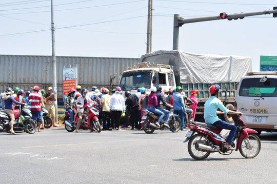 Tai nạn xảy ra tại khu vực dừng chờ tín hiệu đèn giao thông, hiện nguyên nhân đang được lực lượng chức năng làm rõ