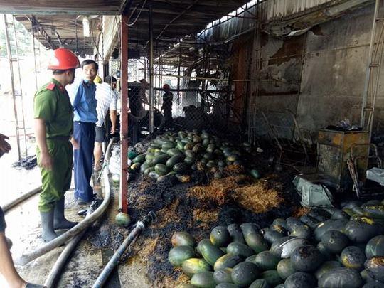 7 kios bán trái cây bị cháy nhưng may mắn lửa không lan sang các khu vực khác