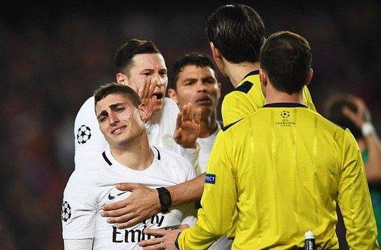 PSG thua đau Barca một phần vì các quyết định từ trọng tài
