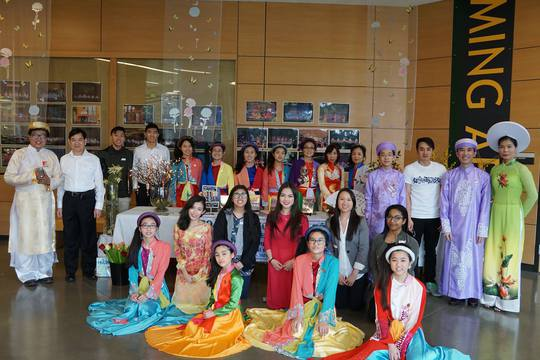 Các nghệ sĩ Đoàn văn nghệ dân tộc Hướng Việt - nơi ươm mầm những tài năng âm nhạc dân tộc tại Seattle - Mỹ