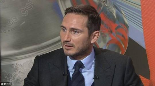 Lampard không đồng tình với quyết định đuổi Herrera của trọng tài