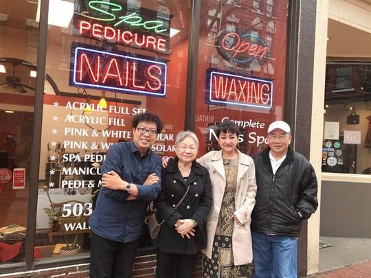 NSƯT Thanh Thanh Tâm và vợ chồng NS Thanh Hùng chụp với người viết tại Portland