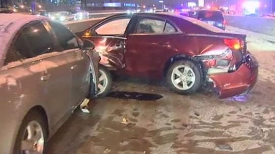 Khoảng 34 xe va chạm ở TP Chicago. Ảnh: Sky News