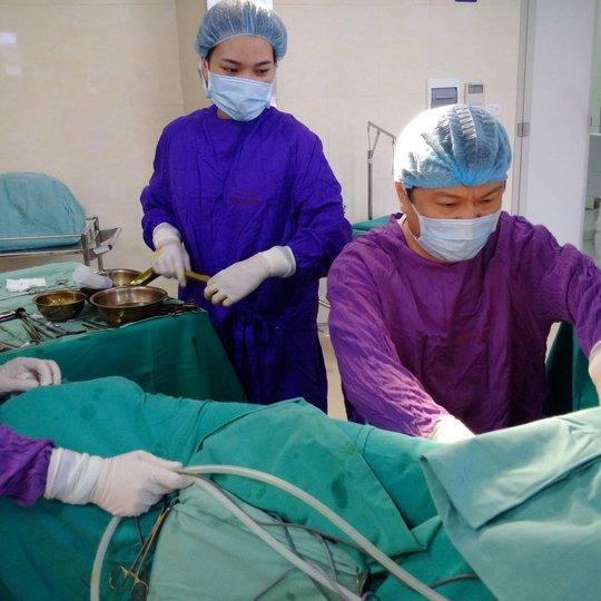 Ca phẫu thuật thành công giúp trả lại giới tính thật cho cô gái mang 2 bộ phân sinh dục