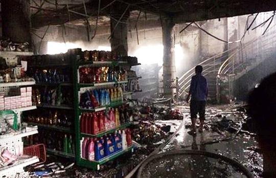 Nhiều hàng hóa bị thiêu rụi trong vụ cháy siêu thị, ước tính thiệt hại khoảng 2 tỉ đồng