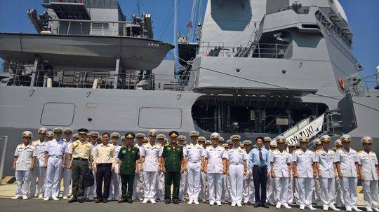 Đón tàu hộ vệ Trăng Mùa Đồng của Nhật Bản thăm Cam Ranh