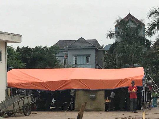 Nơi Chủ tịch Nguyễn Đức Chung và đại diện người dân vào làm việc tại khu vực nhà văn hóa thôn Hoành