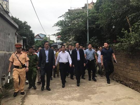 Chủ tịch Hà Nội Nguyễn Đức Chung đi đến nhà văn hóa thôn Hoành