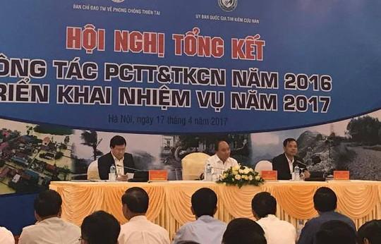 Thủ tướng Nguyễn Xuân Phúc (giữa) chủ trì hội nghị-Ảnh: Văn Duẩn
