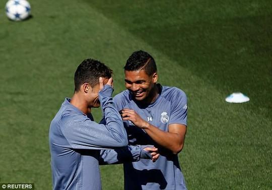 Ronaldo tươi cười trước trận tái đấu Bayern
