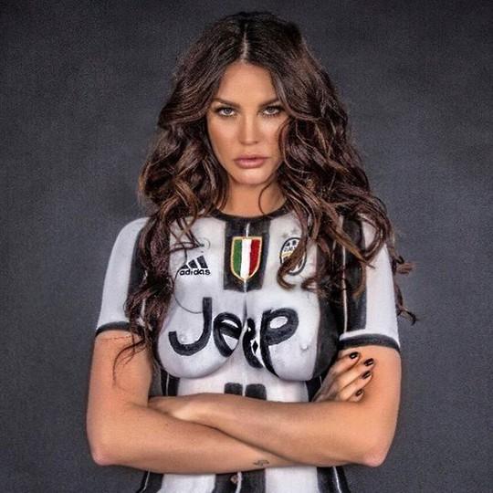 Thua cược Juve – Real, người mẫu Ý khoe thân nghệ thuật - Ảnh 2.