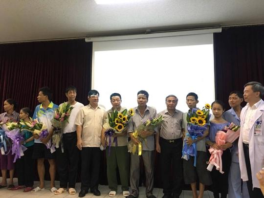 Tai biến chạy thận 8 người chết: Đình chỉ giám đốc bệnh viện Hoà Bình - Ảnh 3.