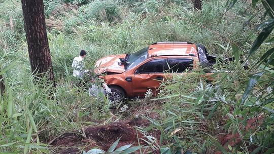 Ô tô 4 chỗ rơi đèo Prenn Đà Lạt, nhiều người bị thương - Ảnh 3.