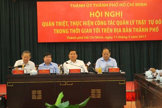 Bí thư Thành ủy TP HCM Đinh La Thăng chủ trì hội nghị quán triệt, thực hiện công tác quản lý trật tự đô thị trong thời gian tới trên địa bàn TP HCM ngày 11-3