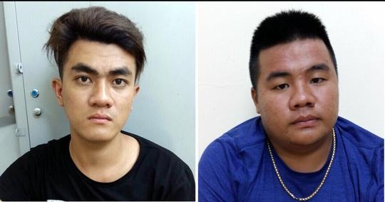 Hai thanh niên bị trinh sát truy đuổi bắt giữ sau khi cướp giật.