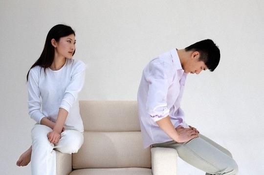 Vợ đẹp ra nhưng chưa lâm trận đã ỉu xìu - Ảnh 1.