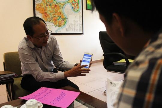 Ông Dương Hồng Thắng, Phó Chủ tịch UBND quận Bình Thạnh trao đổi với PV về các giải pháp giải quyết triệt để tình trạng lấn chiếm vỉa hè trước các quán nhậu.