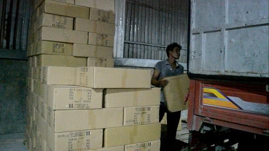 Hàng chục ngàn đèn led nhập lậu Trung Quốc bị thu giữ trước khi được phân phối ra thị trường.